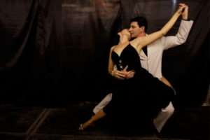 Начните обучаться танцу хастл в столичном клубе Максиммум