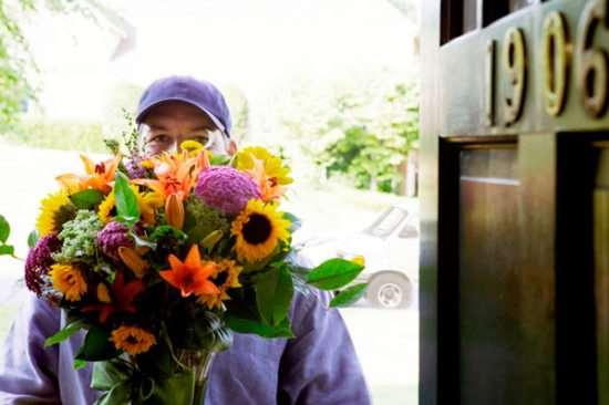 Множество причин пользоваться услугами службы доставки цветов