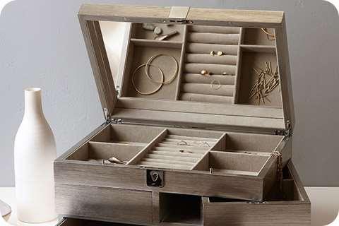 Шкатулки для украшений – отличный вариант хранения ценных мелочей