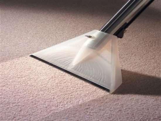 Химчистка ковров: почему лучше доверить профессионалам?