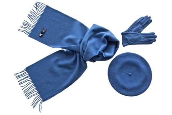 Изящный комплект из шапки, перчаток и шарфа – еще один повод выйти на улицу