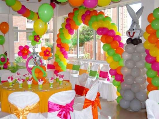 Воздушные шары как бюджетный вариант украсить помещение