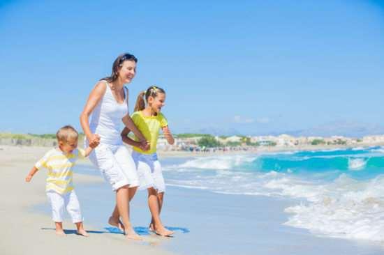 Как провести отдых на пляже вместе с ребенком?