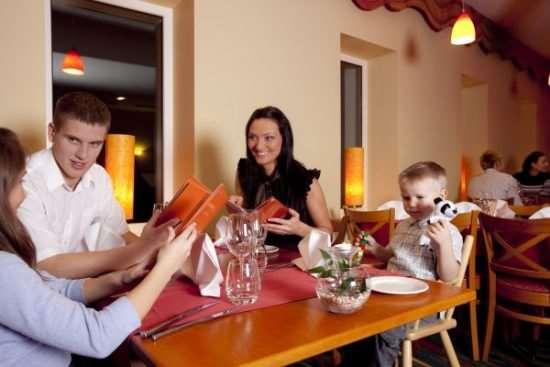 Как правильно подготовиться к семейному походу в ресторан или кафе