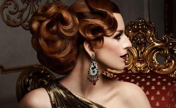 Интересные варианты вечерних причесок на длинные и средние волосы