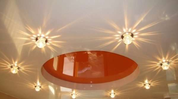 Важные особенности монтажа светильников для натяжных потолков