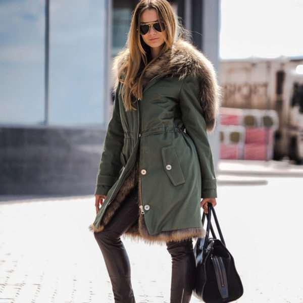 Разнообразие женских курток на каждый день зимы