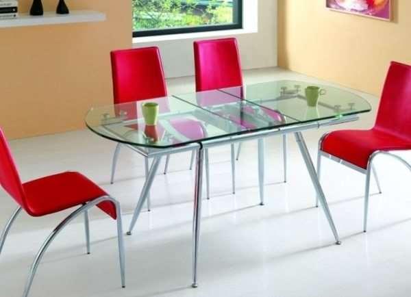 Стеклянные столы разных размеров и форм от фабрики MART