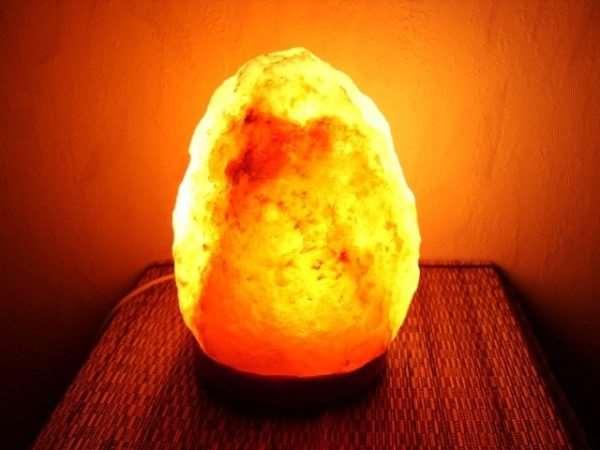 Особенности и польза солевой лампы