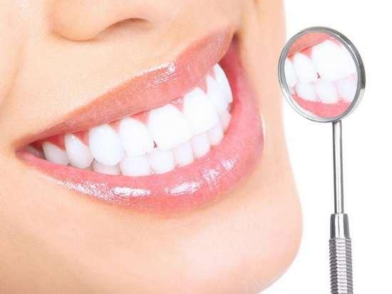 Как отбеливают зубы в стоматологических клиниках?