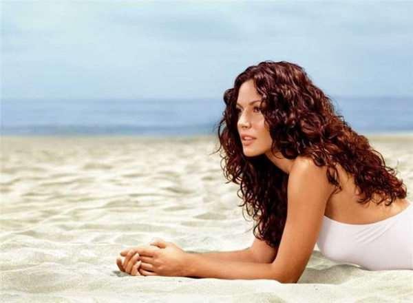 Как правильно ухаживать за волосами во время отдыха на море?