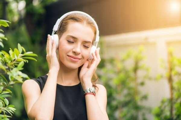 Русские музыкальные хиты – заряд позитива и хорошего настроения