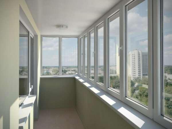 Особенности остекления балкона с отделкой