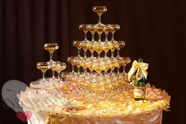 Пирамида из шампанского: оригинальная идея для праздника