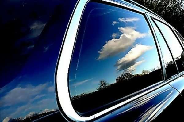 Почему стоит задуматься о тонировке стекол автомобиля? Какую выбрать?