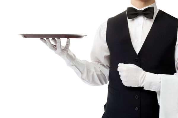 Классическая и стилизованная униформа официантов – в чем разница