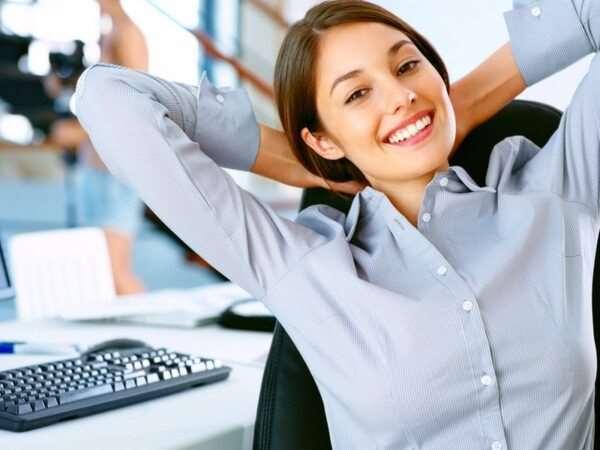 Где проводить поиск работы для девушки?