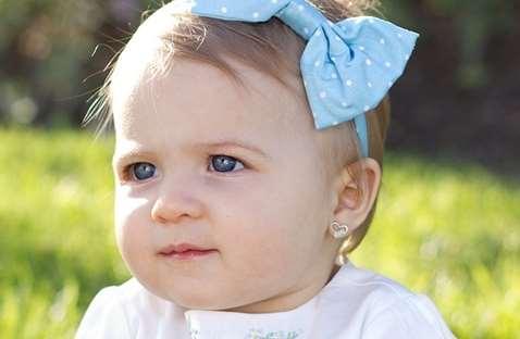 Как выбрать первые сережки ребенку