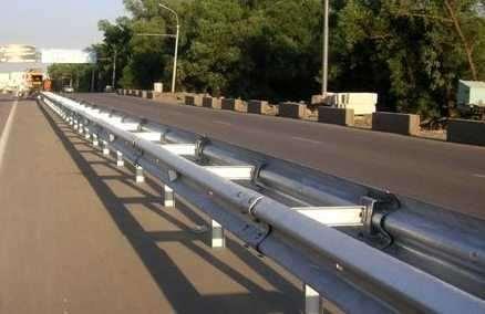 Разновидности дорожного ограждения барьерного типа