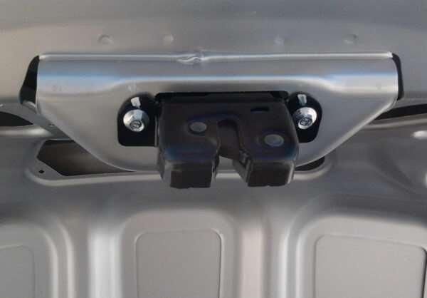 Когда нужно аварийное вскрытие замка багажника авто?