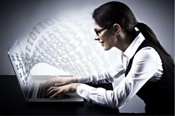 С чего начать поиск работы для девушки?
