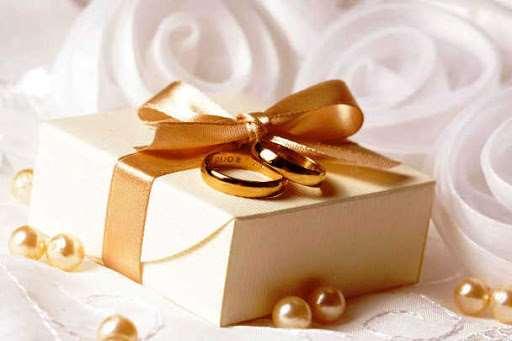Как выбрать подарок на свадьбу молодоженам?