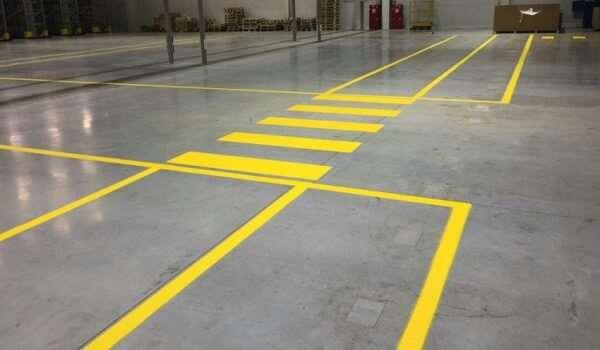 Актуальность использования сигнальной ленты для разметки в складах и цехах